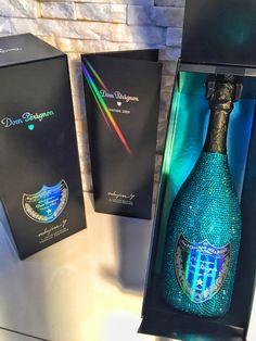 Glitter Champagne Bottles, Bling Bottles, Pop Bottles, Pink Champagne, Wine Cocktails, Alcoholic Drinks, Whisky, Blue Margarita, Alcohol Aesthetic
