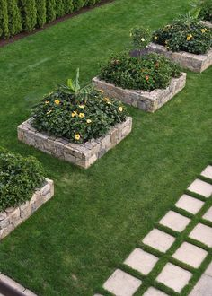 Outdoor garden decor landscaping flower beds ideas 27 - DIY HOW TO Raised Flower Beds, Raised Garden Beds, Raised Beds, Outdoor Garden Decor, Outdoor Gardens, Garden Cottage, Front Yard Landscaping, Landscaping Tips, Lawn And Garden