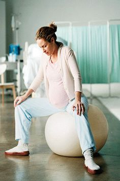 10 Natural Pain Relief Options for Labor #pregnancy #birth