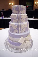 Lavender and lace. The most beautiful wedding cake I've ever seen. <3
