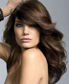Soft Wavy Hair Colored a deep chocolate brown Love her bangs! Chocolate Brown Hair Color, Brown Hair Colors, Large Forehead Hairstyles, Grand Front, Pin Up Hair, Hair Photo, Hair Highlights, Color Highlights, Fall Hair