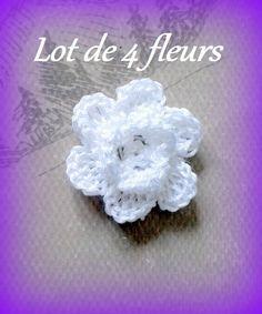 Lot de 4 fleurs blanches en relief à coudre ou customisation fait main au crochet made in France : Accessoires à accrocher par c-comme-celine