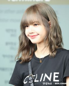 Lisa Lalisa Manoban x Celine Blackpink LISA Lisa Blackpink [lalalalisa_m] # negro … Short Hair With Bangs, Hairstyles With Bangs, Girl Hairstyles, Blackpink Lisa, Hair Dos, My Hair, Kpop Hair Color, Lisa Hair, Shot Hair Styles