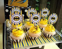 Batman cupcakes #cupcakes #batman