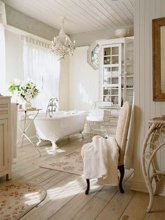 Luxury Small Farmhouse Bathroom Decor Ideas and Remoddel to Inspire Your Bathroom - Page 25 of 49 Shabby Chic Zimmer, Baños Shabby Chic, Shabby Chic Homes, French Bathroom Decor, Bathroom Interior, Master Bathroom, Bathroom Remodeling, Bathroom Small, Bathroom Storage