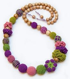 crafty jewelry: necklaces made of bead crochet and wood - crafts ideas - crafts for kids