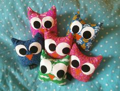 Uiltjes van restjes stof Owl Crafts, Fabric Scraps, Snowman, Sewing, School, Kids, Character, Atelier, Children