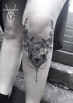 50 Inspiring Knee Tattoo Design Ideas For Women - Tattoo Ideen - Henna Designs Hand Sock Tattoo, Tattoo Platzierung, Hand Tattoo, Leg Sleeve Tattoo, Tattoo Style, Tattoo Blog, Mini Tattoos, Sweet Tattoos, New Tattoos