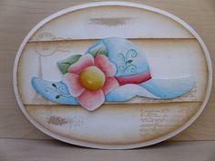Quadro oval, feito em mdf, de 6 mm tupiado em volta com aplique de chapéu em mdf de 3 mm. Pintado com pva e envernizado ,técnicas: ripado, aquarela e carimbo. R$ 30,00