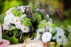 White Green and Foliage Centerpiece by Passion Roots | Photography: U Me Us Studios  #vintagehawaiiwedding