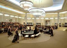 Der Catwalk der Chanel Show in Paris war wie eine Spielhalle hergerichtet.