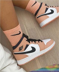 nike socks with air force ones outfit Dr Shoes, Cute Nike Shoes, Swag Shoes, Cute Sneakers, Nike Air Shoes, Hype Shoes, Shoes Sneakers, Jordans Sneakers, Nike Socks