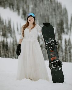 Winter Pyramid Lake Resort Wedding in Jasper, Alberta. Photography by Teller of Tales Photography. Wedding Couples, Our Wedding, Wedding Photos, Lake Resort, Wedding Inspiration, Wedding Ideas, Jasper Alberta, Maid Of Honor, Snowboarding