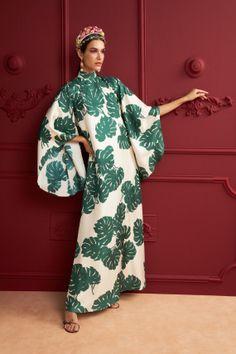 Daily Fashion, Fashion News, Fashion Show, Fashion Design, Modest Fashion, Fashion Dresses, Mannequins, Vogue Paris, Silk Dress