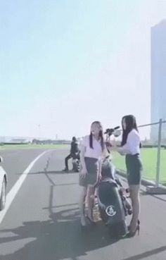 Asian Girl Has Best Water Bottle Trick Ever. – Gif
