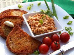 Nastrouháme sýr, cibuli nakrájíme najemno a postupně přidáváme ostatní ingredience. Důkladně vše promícháme.  Množství neuvádím, tak, jak si ...