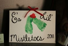 awww so sweet! Toddler footprint craft makes a great parent or grandparent Christmas holiday gift :)