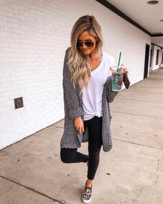 Totally Inspiring Womens Cardigan Outfits Ideas For This Spring – Cardigan Outfits, Casual Outfits, Cute Outfits, Fashion Outfits, Leggings Outfit Fall, 50 Fashion, Fashion Styles, Fall Winter Outfits, Spring Outfits