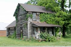 this looks like a place were a happy family could of lived it also looks worn out to the point no one can live in it