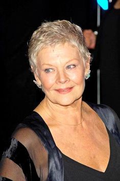 Dame Judi Dench - I love her face! Short Hair Older Women, Short Grey Hair, Sexy Older Women, Short Hair Styles, Judy Dench Hair, Judi Dench, Going Gray, Great Women, British Actresses