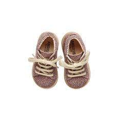 Cute little first steps just landed. Check out www.angulus.dk for more pree-fall news (Model: 2361-101) #aw15 #preefall2015 #angulus #firstshoe #firststeps #begyndersko #baby #livetmedbørn #littlefeet #leather #cute #creperubber #laceupshoe #soft #scandinavianlifestyle #handmade #dot #rose #vielskersko #weloveshoes #VSCOcam #viewfromthetop #new #lauflerner