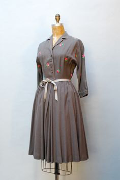 Rose embroidered grey 1950s wool crepe dress. #vintage #fashion #1950s