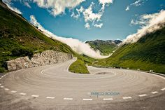 ) is a high mountain pass in the Swiss Alps connecting Gletsch, Valais with Realp, Uri. Visit Switzerland, Acura Nsx, Valentino Rossi, Fast Cars, Exotic Cars, Scenery, Country Roads, Exterior, Adventure