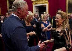 El príncipe Carlos y la duquesa de Cornualles mueven sus caderas al ritmo de Kylie Minogue #royals #royalty #monarchy #singer