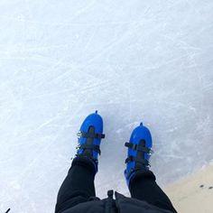 Nach 25 Jahren mit @t_behrendt wieder auf der Eisbahn ⛸ was für ein Gefühl - als wäre man plötzlich wieder ein Teenager! #eisbahn #schlittschuhlaufen #schlittschuhfahren #berlin #eisstadion #throwback #plötzlichwiederteenie #wilmersdorf #fun #dancingonice #instaberlin #ig_berlincity #goodtimes #memories #goodvibes #somuchfun #happy #iceskating #happycouple #backintime #winter