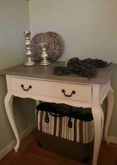 Tía Pepa (re)styling: Queen Anne table Refurbished Furniture, Recycled Furniture, Colorful Furniture, Furniture Makeover, Painted Furniture, Furniture Styles, Furniture Projects, Kids Furniture, Furniture Making