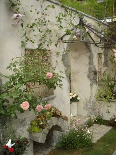 pink roses and mossy growth over neutral stucco peeling off gray stones - there's something perfect about the color combination. I wish there was a more illustrative photo. Free Landscape Design, Landscape Design Software, Garden Design, Garden Pool, Garden Landscaping, Amazing Gardens, Beautiful Gardens, Raindrops And Roses, Garden Gates
