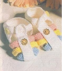 As Receitas de Crochê: Sandália colorida para bebê