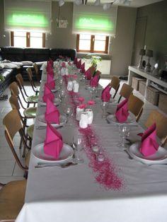 tafelversiering voor communie Baptism Party, Boy Baptism, Centrepieces, Table Centerpieces, Romantic Dinners, Decoration Table, Communion, Table Settings, Happy Birthday