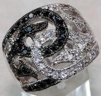 WELCOME TO CINDERELLA'S REVENGE  ~Cool Stuff at Cooler Prices for the Coolest People~  DECADENT WHITE TOPAZ & BLACK ONYXFINE RING SET IN SOLID 925 STERLING SILVER (HALLMARKED).THIS RING LOOKS EXACTLY LIKE A BLACK & WHITE DIAMOND RING WITHOUT THE S...
