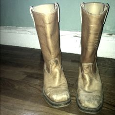 painting an old pair of boots gold = priceless