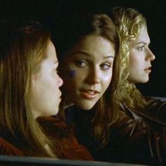 Probably one of my most episodes of oth ever! This is the episode in the first season where Lucas and Nathan get stranded in the middle of nowhere because Whitey kicks them off the buds for fighting. Meanwhile, Brooke, Haley, and Peyton are having an interesting night as well. Hilarious :)