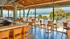 Find great patios and waterfront views in Los Angeles, Malibu and Santa Monica with this restaurant guide from Food Network. California Vacation, California Dreamin', Northern California, Ocean View Restaurant, Outdoor Restaurant, Restaurant Ideas, La Things To Do, San Diego, Los Angeles Map