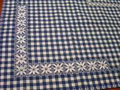 Oggi voglio mostrarvi alcuni lavori a punto svizzero. La prima è una tovaglietta fatta da Paoletta                  Il secondo è un asciugat...