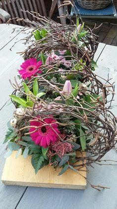 Spring table piece # frühlingblumen Spring table piece – World of Flowers Deco Floral, Arte Floral, Floral Design, Wedding Flowers, Wedding Bouquets, Deco Table, Decoration Table, Ikebana, Flower Crafts