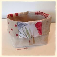 Cestino portapane patchwork in cotone sui toni del rosso ed ecrù , by fattoamanodaTati