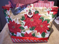 CHRISTMAS POINSETTIAS RED QUILTED HANDBAG TOTE BAG #Handmade #ShoulderBag Slip home made pie into this incredible hand made bag for a Hostess Gift during the Christmas season!!!