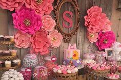 Veja 10 ideias criativas de painéis de festa para decorar sua mesa.