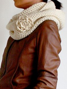Crochet : FREE Martha Cowl Scarf pattern on ravelry Crochet Gratis, Knit Or Crochet, Crochet Scarves, Crochet Shawl, Crochet Clothes, Hand Crochet, Knitting Patterns, Crochet Patterns, Scarf Patterns