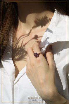 Edel, strahlend, wunderschön: ein Ring, der das wunderschöne Violett des Amethysten einfängt. Durch die funkelnden Brillanten kommt der Ring noch mehr zum Strahlen - ein wunderbarer Hingucker! Rose Gold, Jewelry, Beams, Gemstones, Rings, Nice Asses, Jewlery, Bijoux, Jewerly