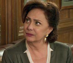 Anastácia fica arrasada ao saber que Candinho era maltratado (Foto: TV Globo)