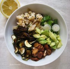 Moroccan Quinoa Salad by Zizi's Adventures Clean Recipes, Whole Food Recipes, Cooking Recipes, Vegan Dinners, Lunches And Dinners, Vegan Vegetarian, Vegetarian Recipes, Vegan Food, Clean Eating