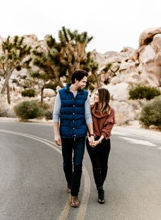 With a whole lot of laughter and fun, photographer Alexes Lauren captured the pair's playful Joshua Tree engagement photos in a way that shows off their vibrant relationship so well. Couple Photoshoot Poses, Couple Photography Poses, Engagement Photography, Wedding Photography, Engagement Session, Engagement Photo Inspiration, Engagement Pictures, Joshua Tree Wedding, Laughter
