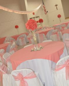 Wedding Decoration Ideas Coral Wedding Decor Ideas With Round Tables And White Covered Chairs Also Flowers In Thin Glass Vase Let's Create the Sweet Nuance through Coral Wedding Decor Coral Wedding Decorations, Quince Decorations, Wedding Colors, Wedding Flowers, Stage Decorations, Quinceanera Centerpieces, Quinceanera Dresses, Coral Centerpieces, Quinceanera Themes