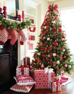 10 Tips to Decorate your Christmas Tree...plus some beautiful tree ideas