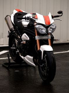 Triumph 1050 Speed Triple Evo1 by Zone rouge... - Roadster - Speed Triple - Triumph - Tuning - Caradisiac Moto - Caradisiac.com